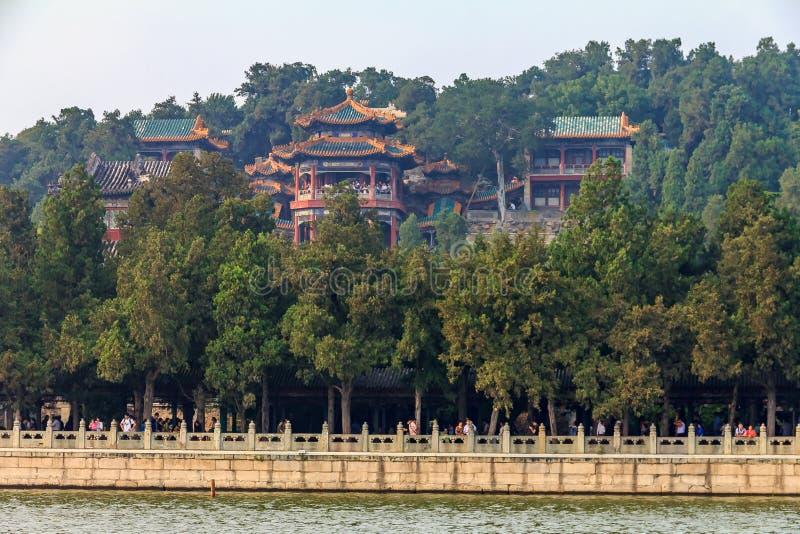 Colina de la longevidad y palacio de verano del lago Pekín China kunming con niebla con humo en el aire fotografía de archivo libre de regalías