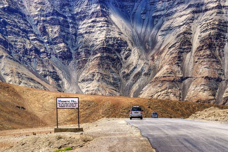 Colina magnética, leh, Ladakh, Jammu y Cachemira, la India imagenes de archivo