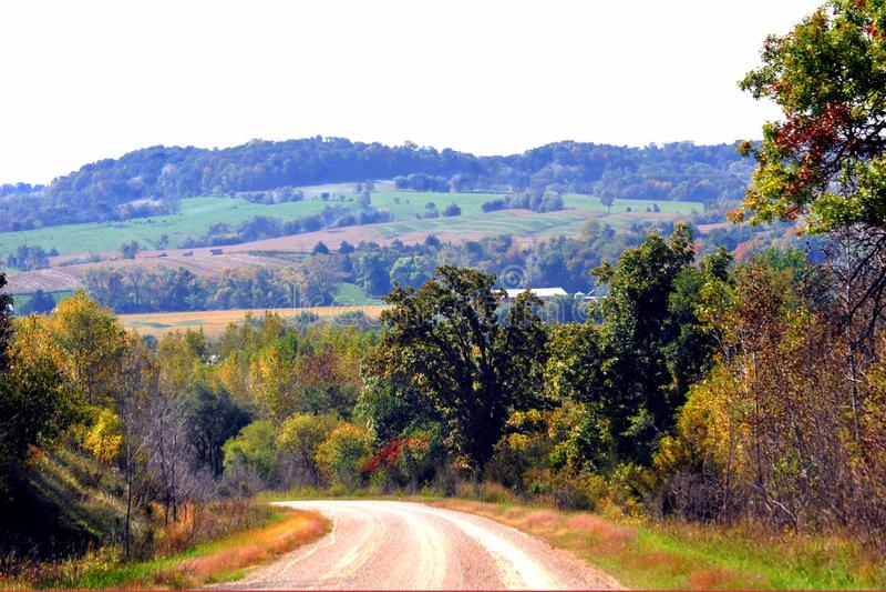 Colina y tierra de cultivo hermosas del balanceo fotografía de archivo