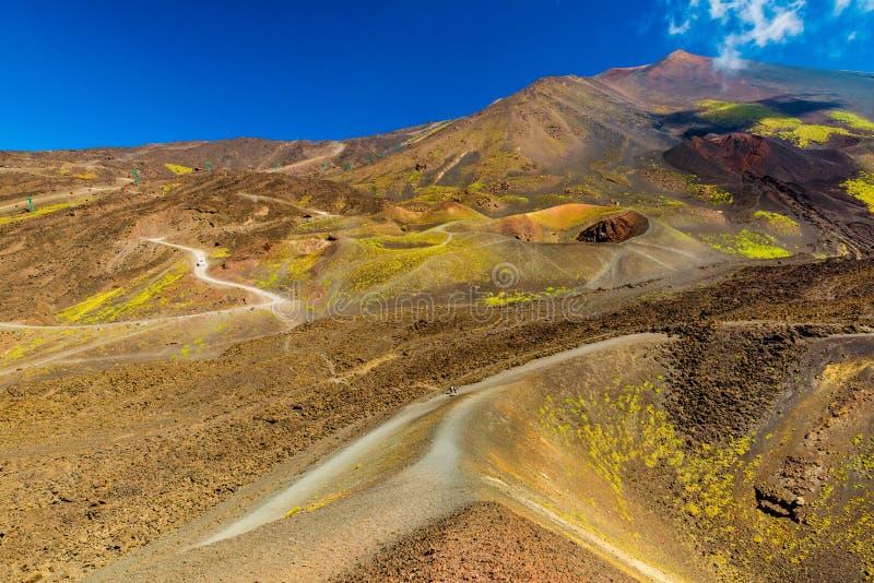 Colinas coloridas de la lava y cr?teres volc?nicos Montaje el Etna Sicilia, Italia imagenes de archivo