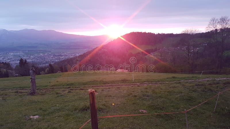 Colinas de la puesta del sol imagenes de archivo