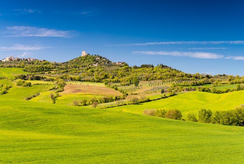 Colinas de Toscana Tiempo de primavera hermoso en Italia imagen de archivo