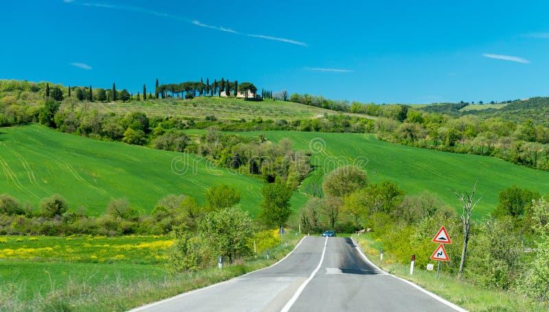 Colinas hermosas de Toscana en primavera foto de archivo libre de regalías