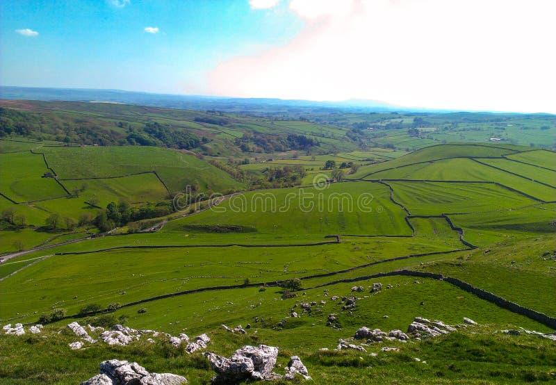 Colinas verdes de la granja del balanceo de Yorkshire - Inglaterra imagen de archivo libre de regalías