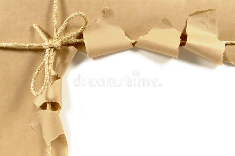 Colis brun déchiré image libre de droits