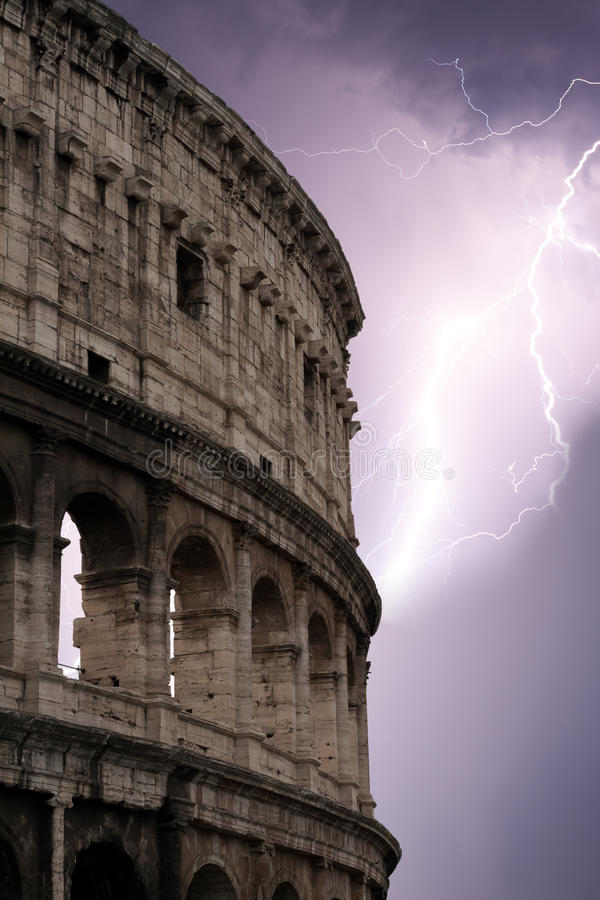 Coliseo durante la tormenta imagen de archivo libre de regalías