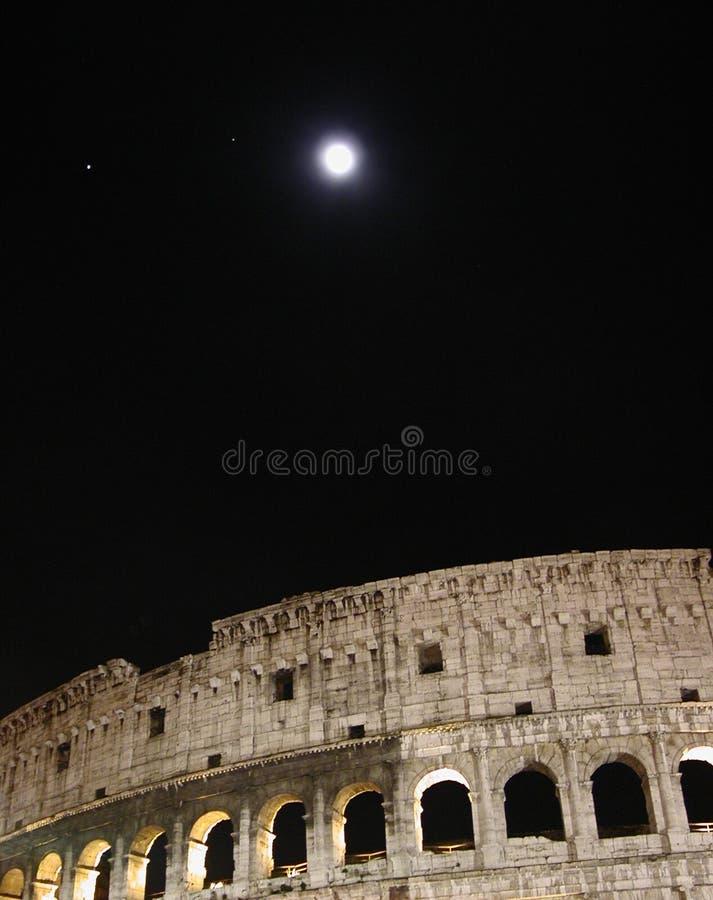 Coliseo En La Noche Fotos de archivo