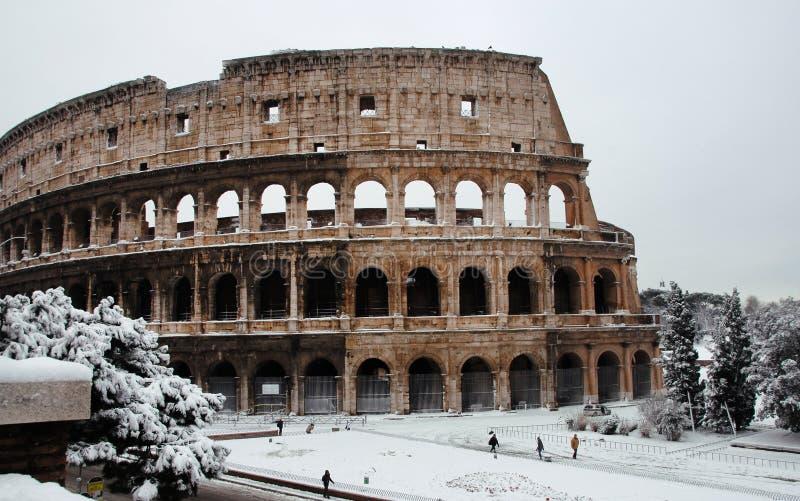 Coliseum med snö arkivbild