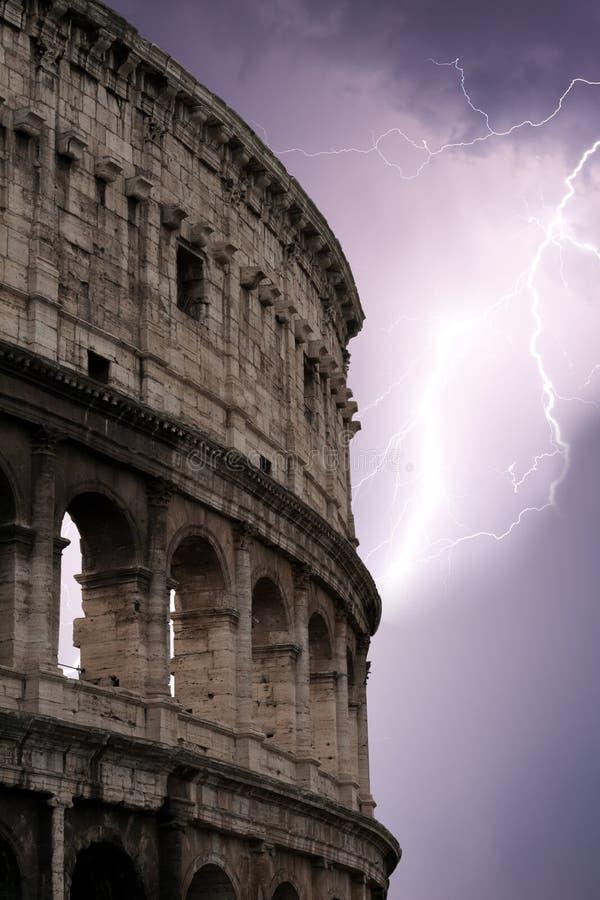 Coliseum tijdens het onweer royalty-vrije stock afbeelding