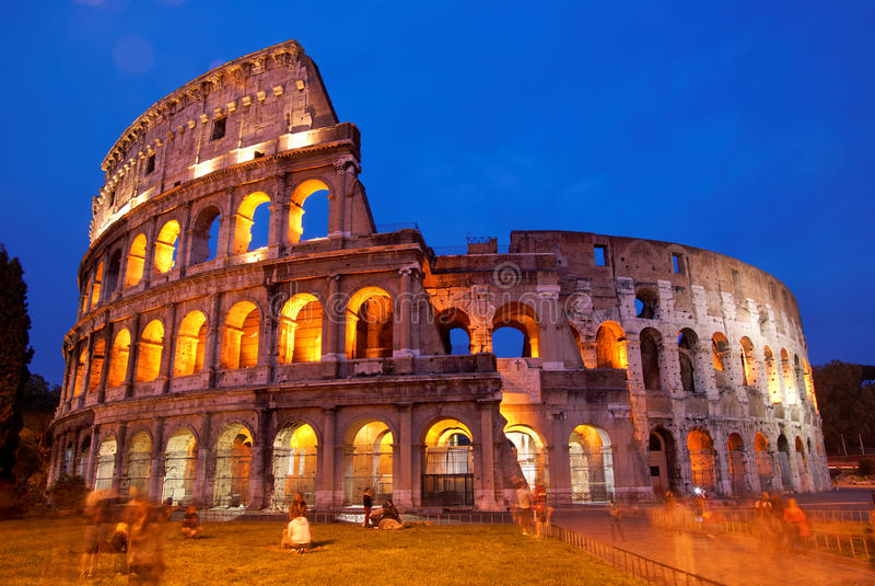 coliseumitaly natt rome royaltyfri fotografi