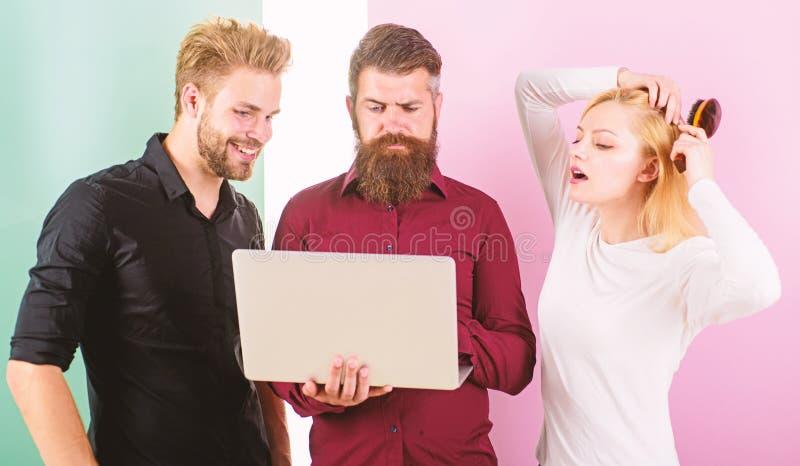 Collègues habituellement ennuyeuses peu ponctuelles de personnes et rupture du système de discipline Comment avoir lieu toujours  images libres de droits