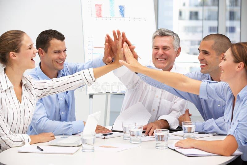 Collègues lors de la réunion d'affaires image stock