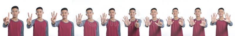 Collage av den lyckliga unga asiatiska mannen som visar räkna tecknet från ett till tio, medan le som är säkert och som är lyckli royaltyfri fotografi