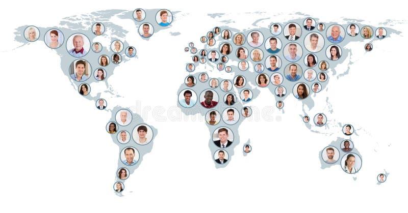Collage av folk på världskarta royaltyfri illustrationer