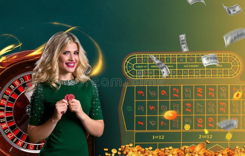 Collage av kasinot avbildar med rouletten och kvinnan med chiper i händer royaltyfri fotografi
