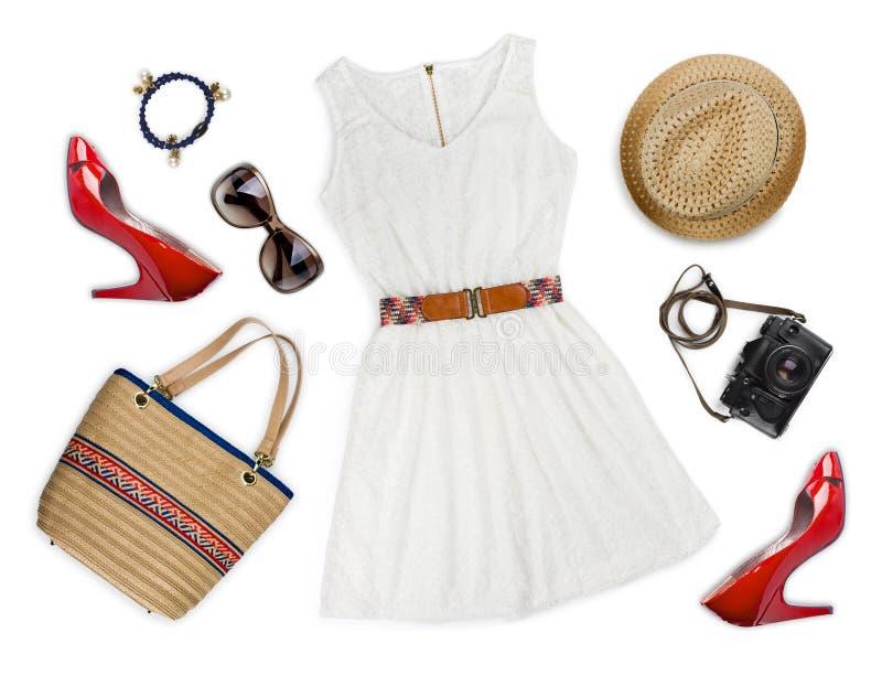 Collage av turist- kläder och tillbehör som isoleras på vit royaltyfri foto