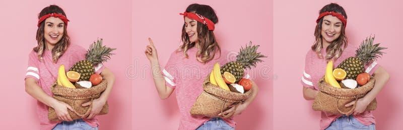 Collage avec la femme et le fruit sur le fond rose photos libres de droits