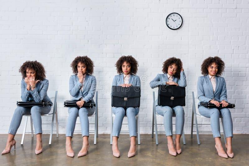 Collage avec la femme avec l'entrevue de attente de serviette photographie stock