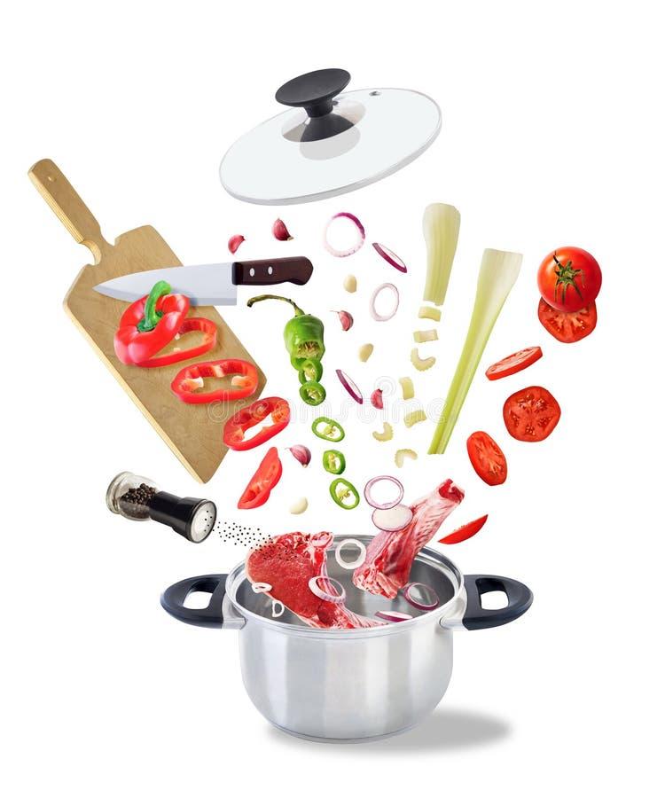 Collage con los ingredientes alimentarios para la sopa fotos de archivo