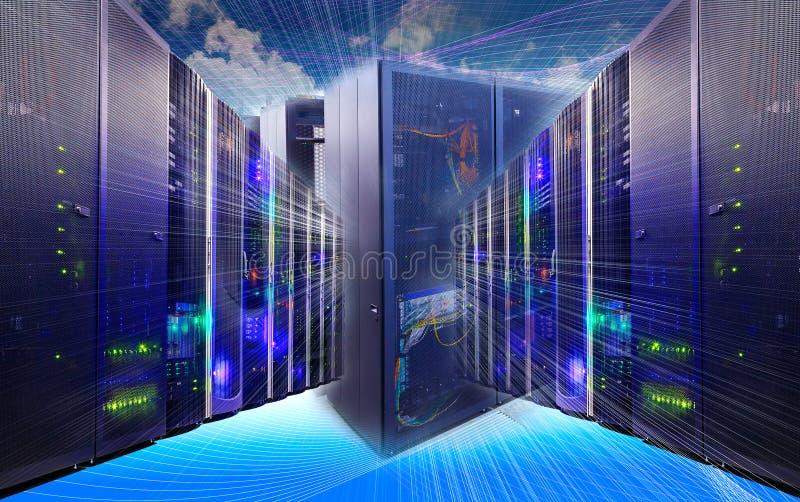 Collage de technologie de l'information de centre de traitement des données avec l'équipement de supports et le routeur de câbles photographie stock libre de droits