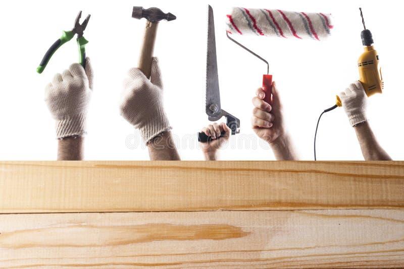Collage de trousse d'outils de DIY avec l'espace de copie pour le texte au fond en bois d'isolement sur le blanc photos libres de droits