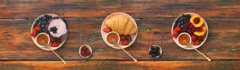 Collage dei pasti della prima colazione su fondo di legno, vista superiore immagine stock