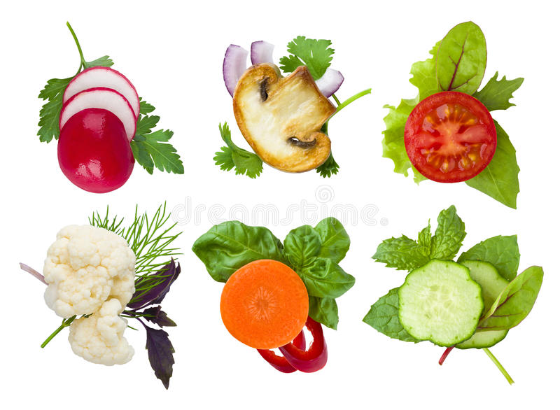 Collage dei punti affettati delle verdure e delle erbe isolati su bianco immagini stock