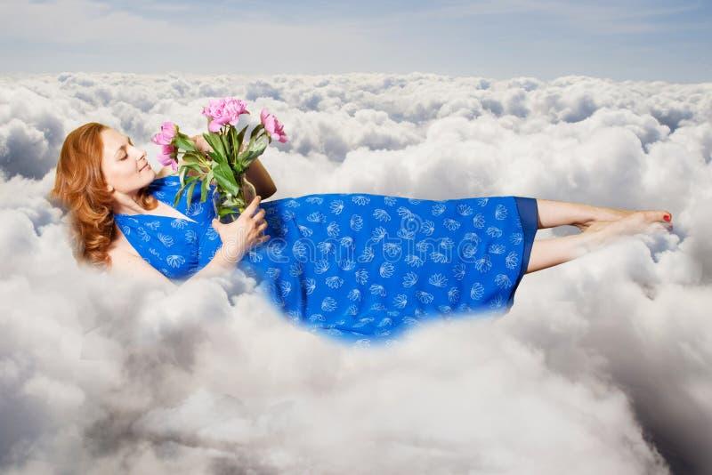 Collage del arte. mujer joven de la belleza en el cielo fotografía de archivo libre de regalías