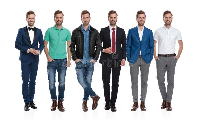Collage dello stesso giovane uomo positivo che posa in attrezzature differenti fotografie stock