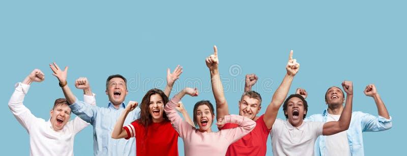 Collage des hommes et des femmes heureux de gain de succès célébrant étant un gagnant image libre de droits
