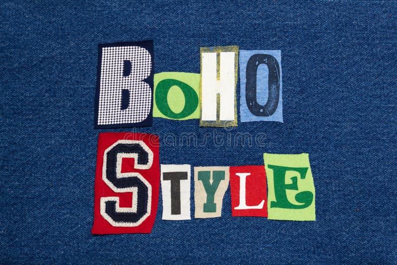 Collage di parola del testo di STILE di BOHO, tessuto variopinto su denim blu, naturale e casuale fotografia stock libera da diritti