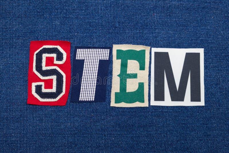 Collage för STAMtextord, färgrikt tyg på blå grov bomullstvill, vetenskapsteknologiteknik och matematik royaltyfria bilder