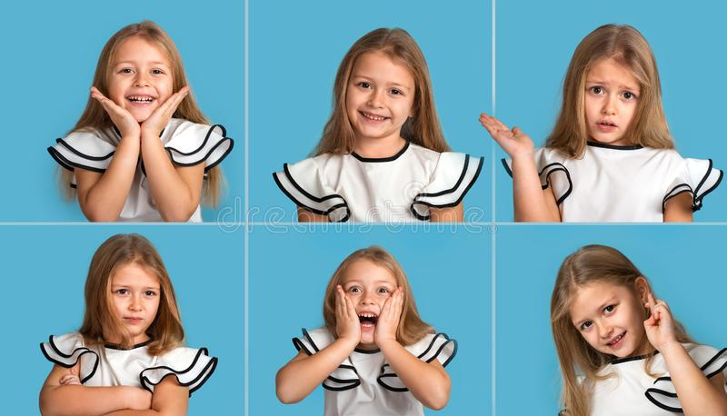 Collage från olika emotionella stående av den unga blonda le flickan som bär vitt blous med svarta remsor på blå bakgrund arkivbild