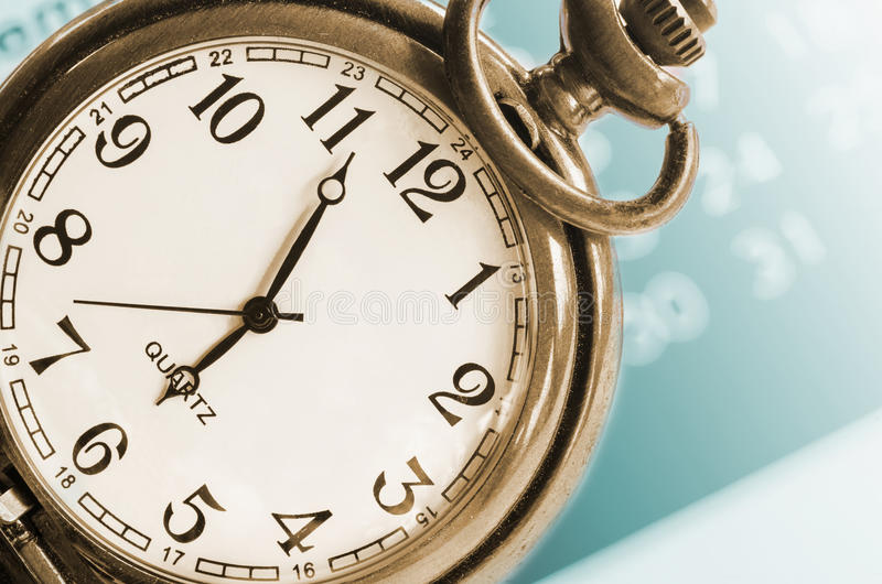 Collage met uitstekende klok en kalender stock afbeelding