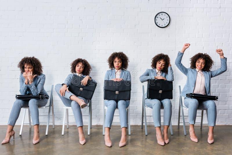 Collage met vrouwelijke kandidaat die met aktentas op gesprek wachten stock foto's
