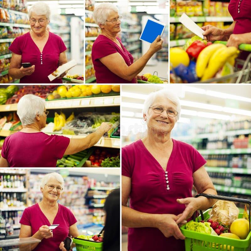 Collage mit älterer Frau im Lebensmittelgeschäftspeicher stockfoto