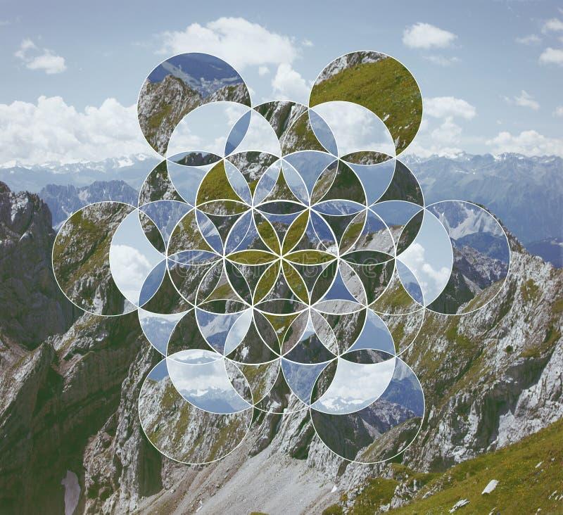 Collage mit den Bergen und der Symbolblume des Lebens stockbild