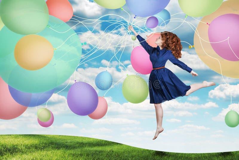 Collage. mujer joven de la belleza en el cielo, con las bolas imágenes de archivo libres de regalías