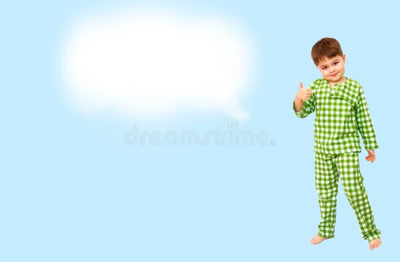 collage Stellung des kleinen Jungen in den Pyjamas, die Zeichen der Zustimmung zeigen, m?gen stockbilder