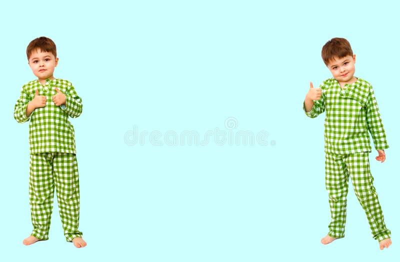collage Stellung des kleinen Jungen in den Pyjamas, die Zeichen der Zustimmung zeigen, m?gen lizenzfreies stockfoto