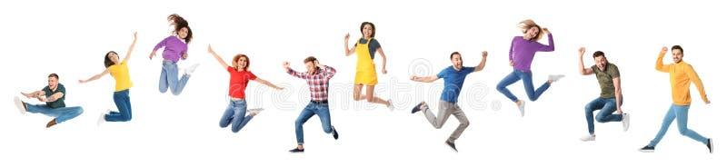 Collage van emotionele mensen die op witte achtergrond springen stock foto