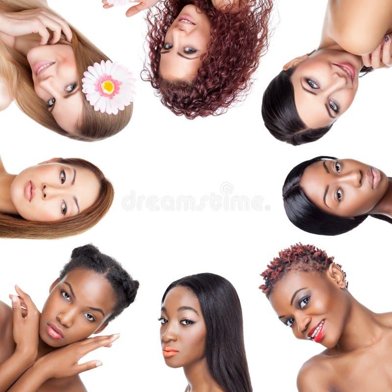 Collage van veelvoudige schoonheid portaits van vrouwen met diverse huidtonen stock foto's
