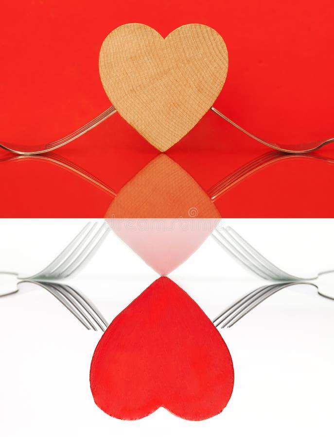 Collage von zwei Bildern: Herz mit Gabeln auf Tabelle lizenzfreie stockbilder