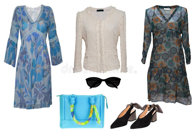Collagekvinnakl?der Ställ in av stilfulla och lyxiga moderiktiga kvinnaklänningar, blusen, skor Blå handväska och tillbehör som i royaltyfri foto