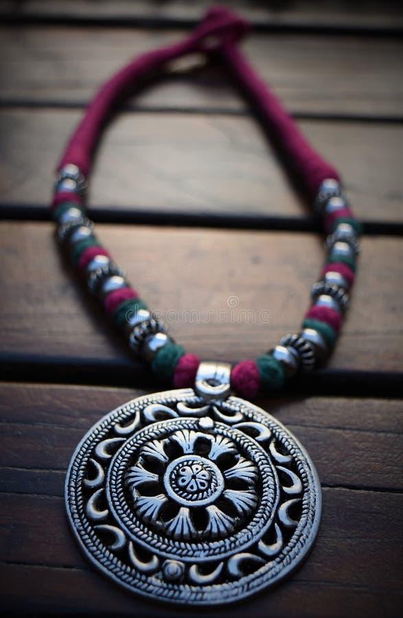 Collana d'argento del medaglione fotografie stock
