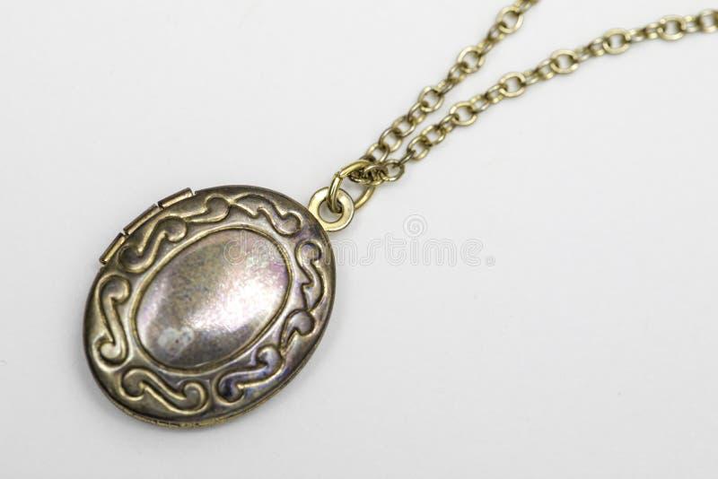 Collana del medaglione del pendente dell'oro immagini stock libere da diritti