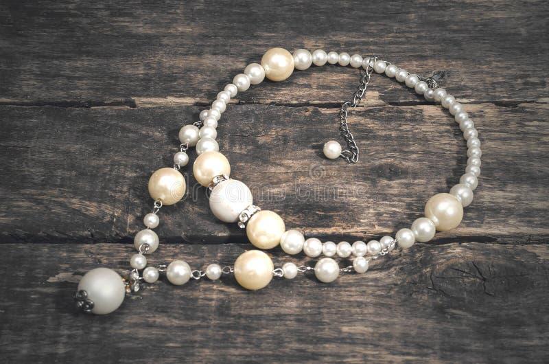 Collana della perla Gioiello per le donne immagini stock libere da diritti