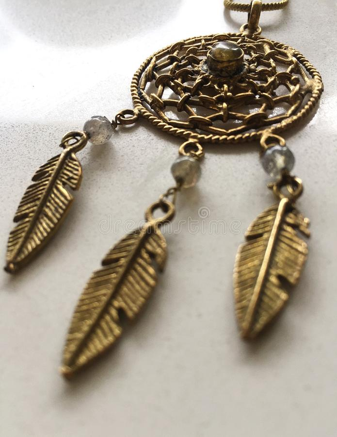 Collana di sogno del collettore del metallo dell'oro dell'artigiano fotografia stock libera da diritti