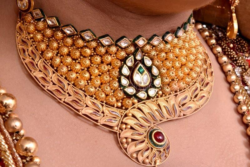 Collana nuziale dell'oro immagine stock libera da diritti