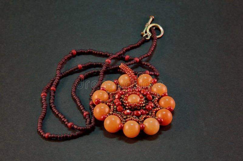 Collana tessuta Handmade del branello del seme fotografia stock libera da diritti